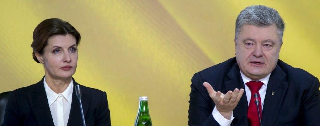 С насыщенным макияжем и на шпильках: Марина Порошенко на отчетной конференции