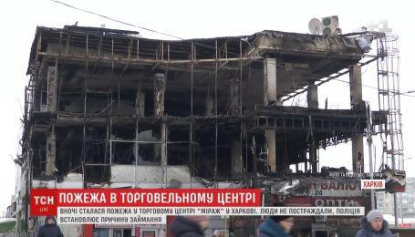 В Харькове полностью выгорели два этажа торгового центра