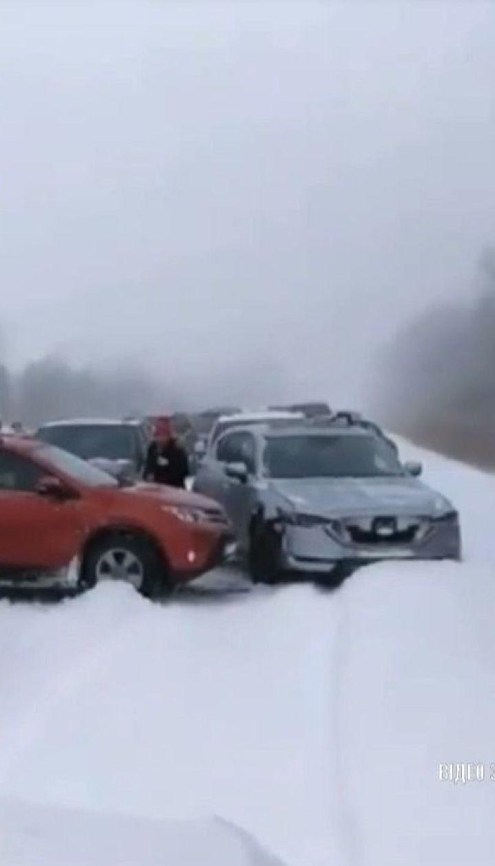 В Канаде неподалеку Монреаля столкнулось сразу полторы сотни автомобилей