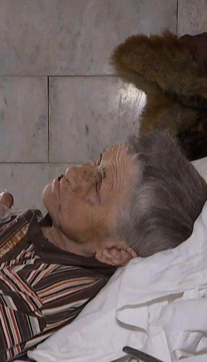 80-річну жінку в Києві задурили, продали квартиру і викинули на вулицю жебракувати