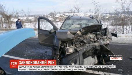 """Масштабное ДТП заблокировало движение по трассе """"Киев-Чоп"""""""
