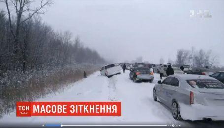 Під час масштабної аварії у Канаді водії взялися грати у хокей на крижаній дорозі