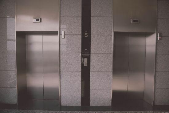 У Нью-Йорку жінка на три дні застрягла у ліфті