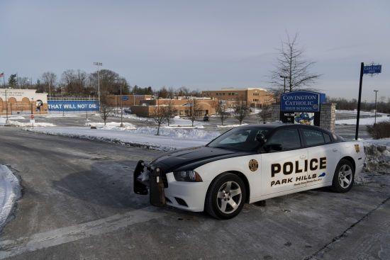 Невідомі влаштували засідку на поліцейських у США: п'ятеро правоохоронців отримали поранення