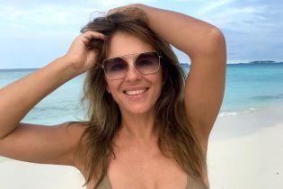 В бикини и без него: 53-летняя Элизабет Херли опубликовала фото с отдыха
