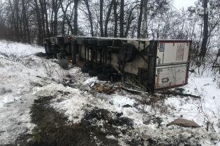 На Одесской трассе столкнулись легковушка и два грузовика: двое погибших