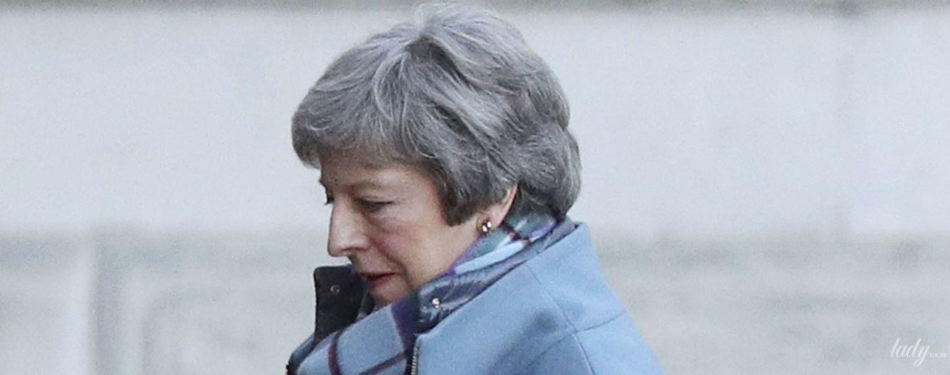 В голубом пальто и с леопардовыми пятками: стильная Тереза Мэй на улицах Лондона