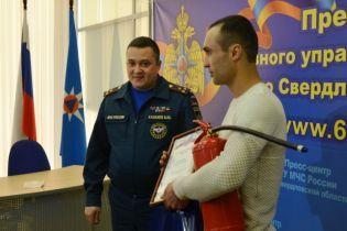 У Росії чоловіка нагородили вогнегасником за врятованих з пожежі дітей