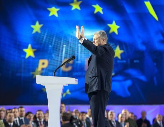 Порошенко оголосив, що йде на президентські вибори