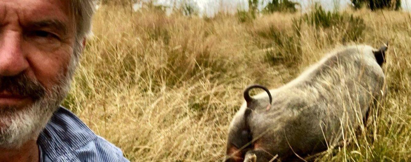 """""""Пиглатес"""": актер из фильма """"Парк Юрского периода"""" показал свою утреннюю разминку со свинкой"""