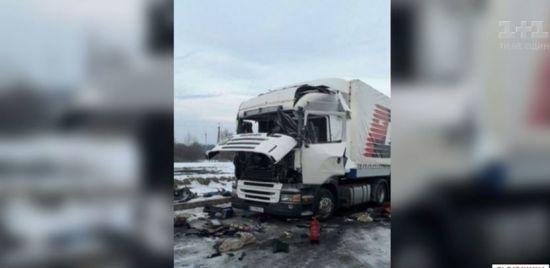 """На пункті пропуску """"Краковець"""" вибухнула вантажівка"""