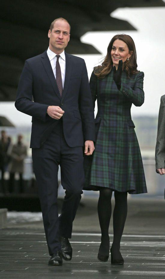 Усміхнена Кейт в улюбленій сукні та стриманий принц Вільям відвідали Шотландію