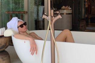 Обнаженная в ванне: Вера Брежнева отдыхает на Мальдивах