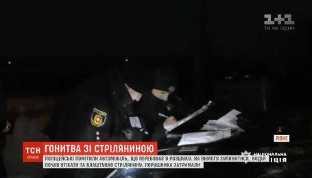 Тікаючи від поліцейських, чоловік відкрив стрілянину у Рівному