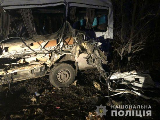 Потрійна ДТП під Одесою: біля Гребного каналу зіткнулись вантажівка, маршрутка і легковик, є загиблі