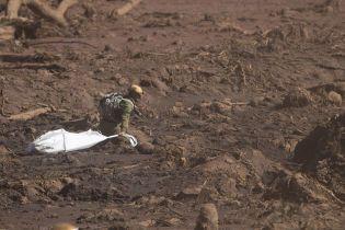 Увеличение количества жертв прорыва плотины в Бразилии и неизвестное вещество на борту самолета МАУ. Пять новостей, которые вы могли проспать