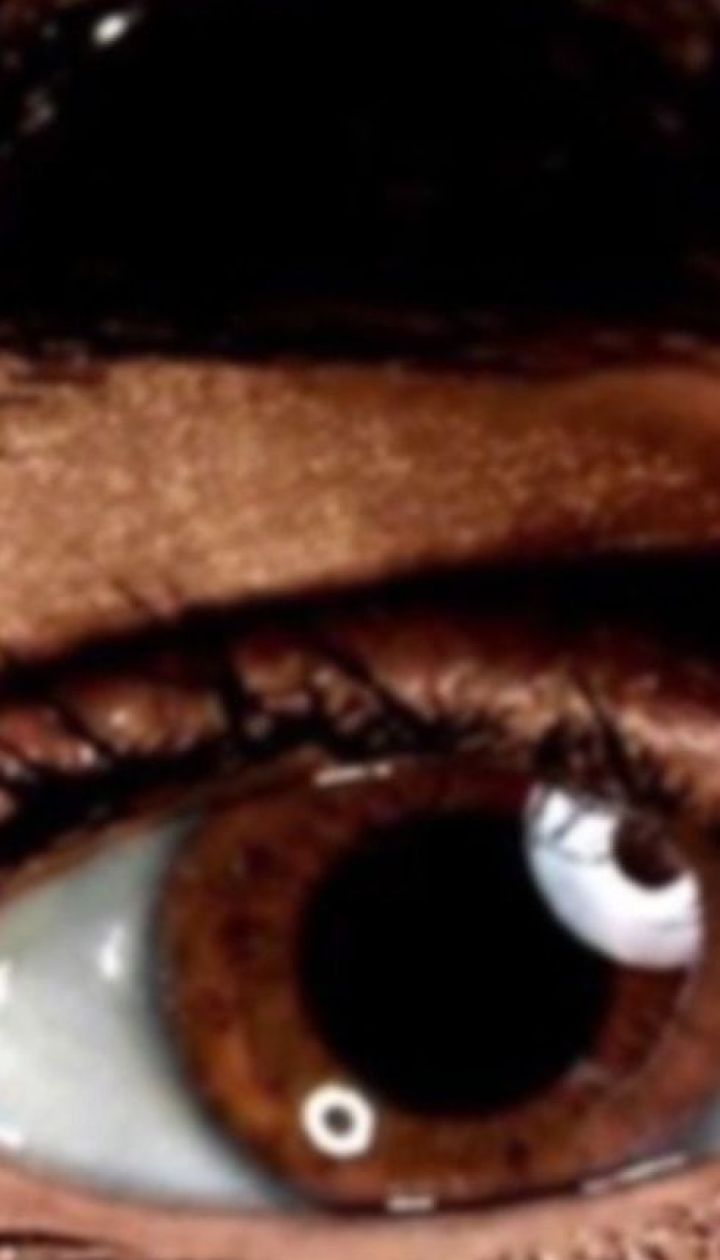 Люди з карими очима більш схильні до стресів та депресій у зимовий період