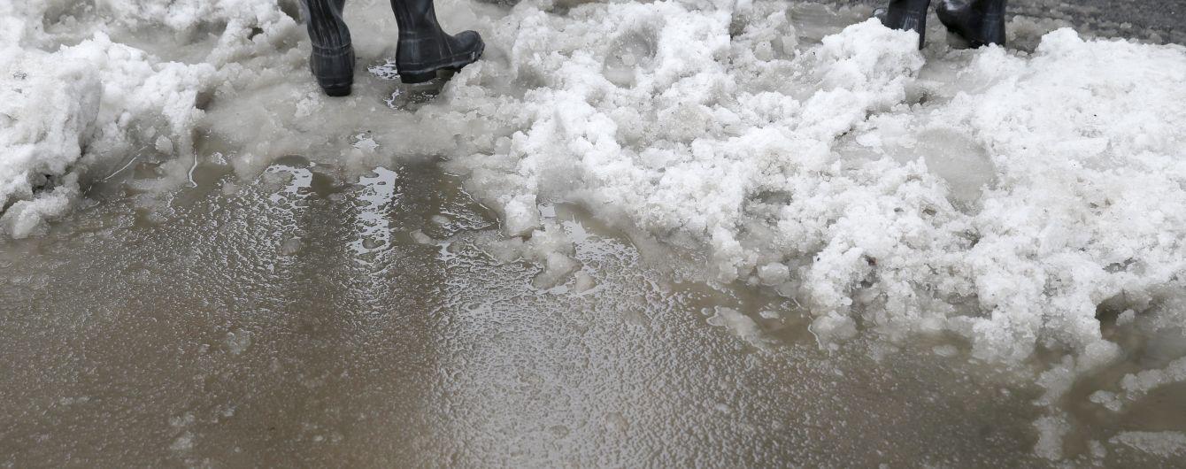 Експерти розповіли, як взимку вберегти взуття від багна та солі
