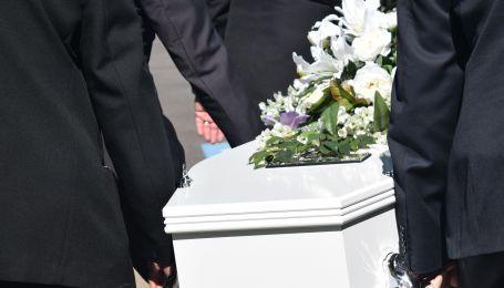 В Сети обсуждают объявление из Запорожья о продаже б/у гроба, оставшегося от деда