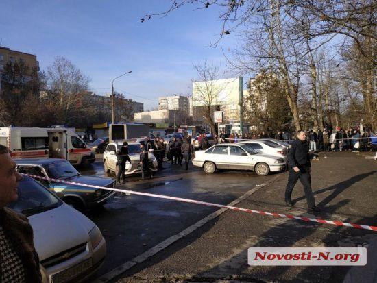 У Миколаєві біля будівлі суду невідомий розстріляв двох осіб