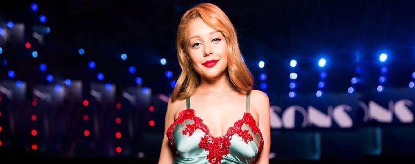 Без макияжа в облегающем костюме: Тина Кароль в киевском ресторане отпраздновала день рождения