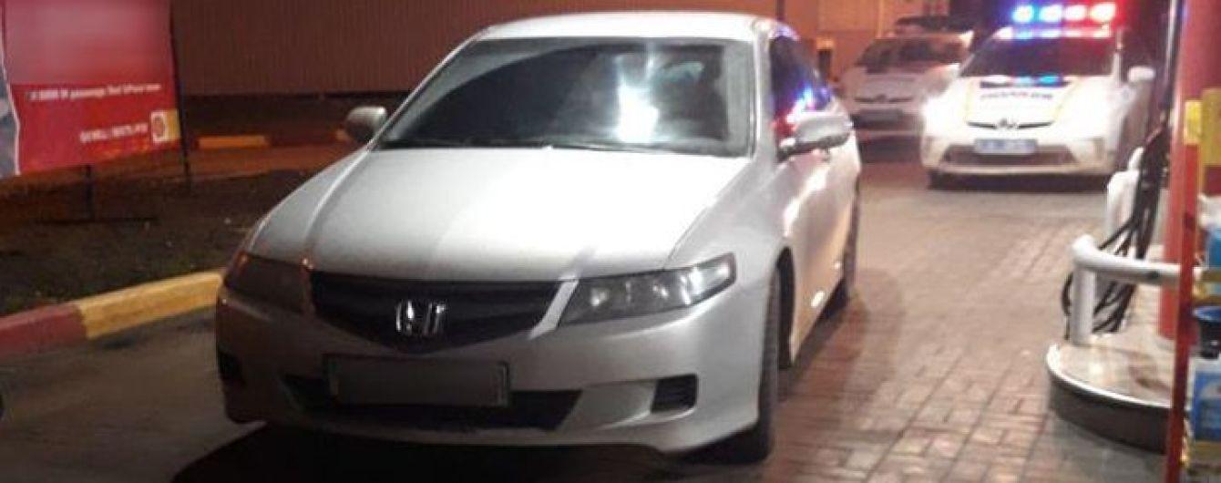 В Херсоне водитель Honda Accord выпил пива прямо перед полицейскими