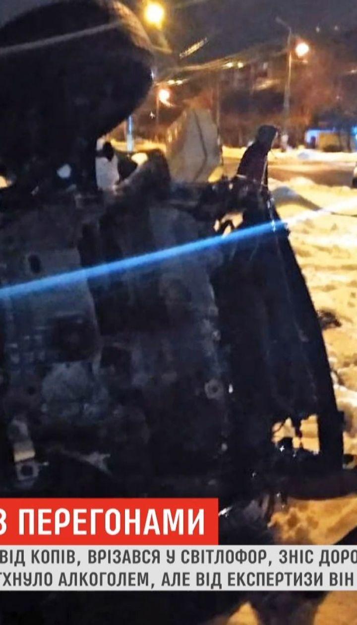В Краматорске во время бегства от копов нетрезвый водитель сбил светофор и перевернулся