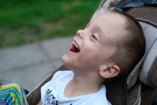 Важкий стан чотирирічного Валерчика змусив батьків звернутись по допомогу