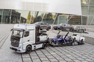Тягач Mercedes з причепом відтворили у приголомшливому конструкторі