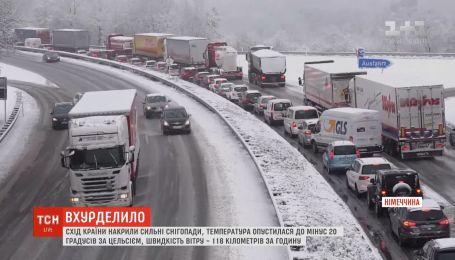 Сильные снегопады и ветры сковали восток Германии