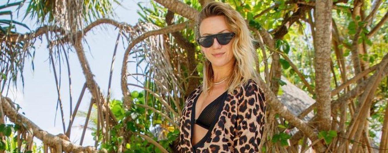 В леопардовом халате и с лейкой: Леся Никитюк посадила пальму на Мальдивах
