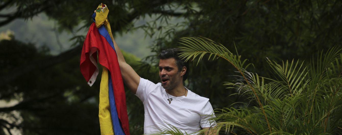 Задержанный и преследуемый наставник Хуана Гуайдо руководит протестами в Венесуэле – Bloomberg