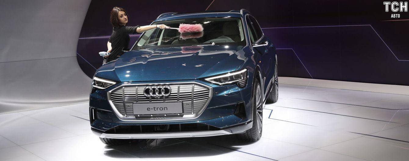 Audi урізала можливості та ціну електрокросовера E-tron