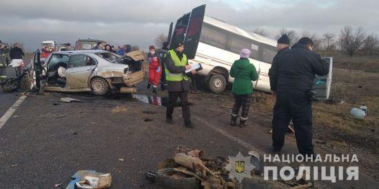 Водій-винуватець ДТП з маршруткою на Одещині їхав на краденій машині і віз крадений мопед
