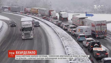 В Германии из-за метели обледенели трассы, образовались длинные пробки