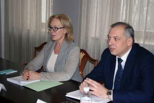 Денисова обсудила с послом ОБСЕ медпомощь политзаключенному Грибу и обмен заложников