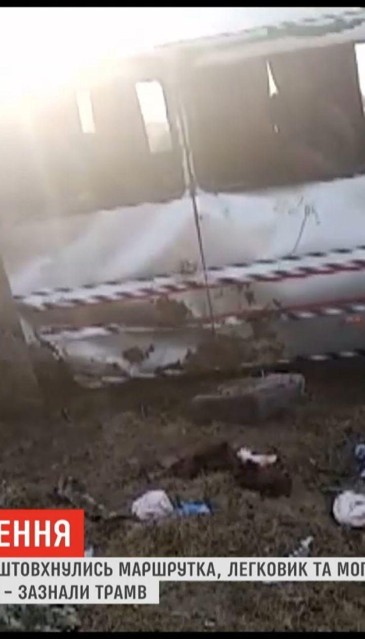 Жуткое ДТП в Одесской области: 13 человек получили травмы, один человек погиб