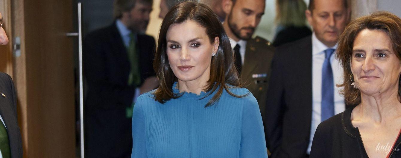В платье за 13 долларов: яркая королева Летиция удивила выбором образа