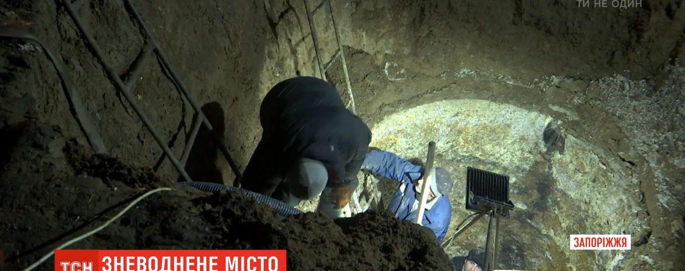 Цепная реакция: новый прорыв на коллекторе в Бердянске ищут на километровом участке