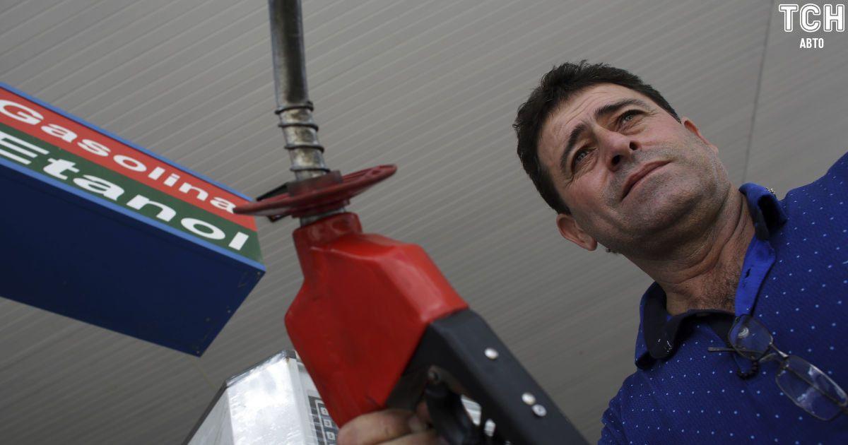 """Охоронець нафтобази """"злив"""" 19 тисяч літрів палива та продав на АЗС у Миколаєві"""