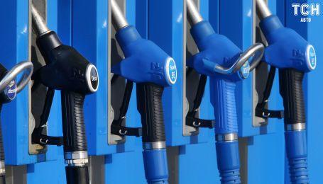 Сколько стоит заправить авто на АЗС утром 13 октября
