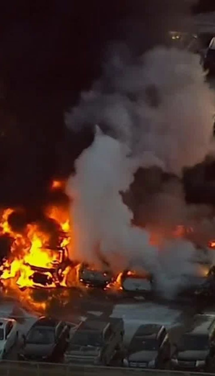 В аэропорту Нью-Джерси на парковке загорелись машины