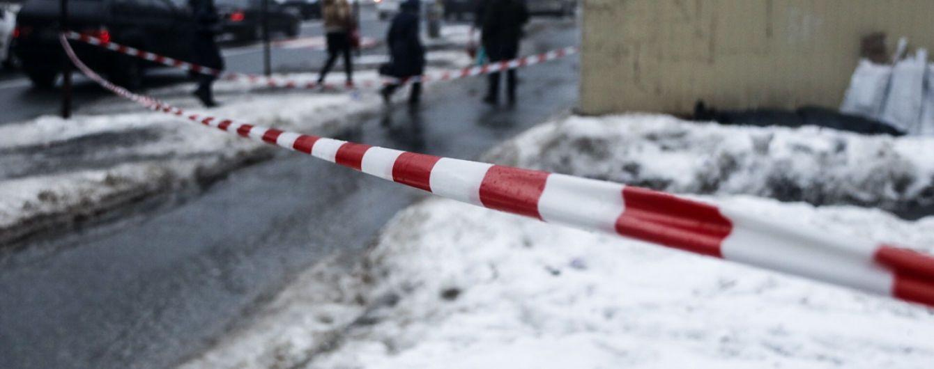 На столичной Лукьяновке нашли тело с ножевыми ранениями