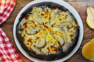 Піца на чорному тiсті з грушею
