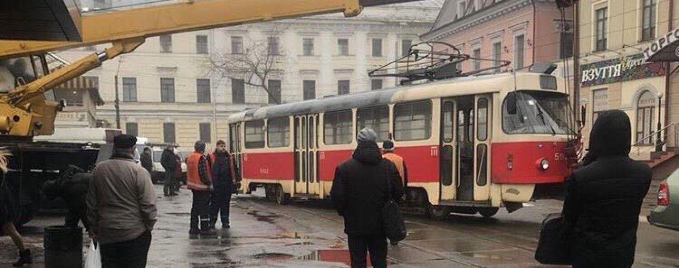 В Киеве слетели с рельсов два трамвая