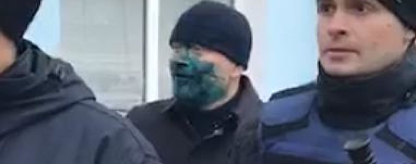 Полиция объявила о подозрении мужчине, который облил Вилкула зеленкой в Бердянске