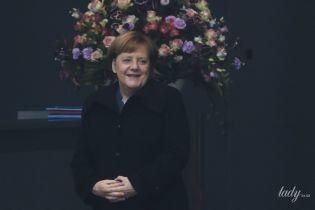 Цвіте і пахне: Ангела Меркель на переговорах у Берліні
