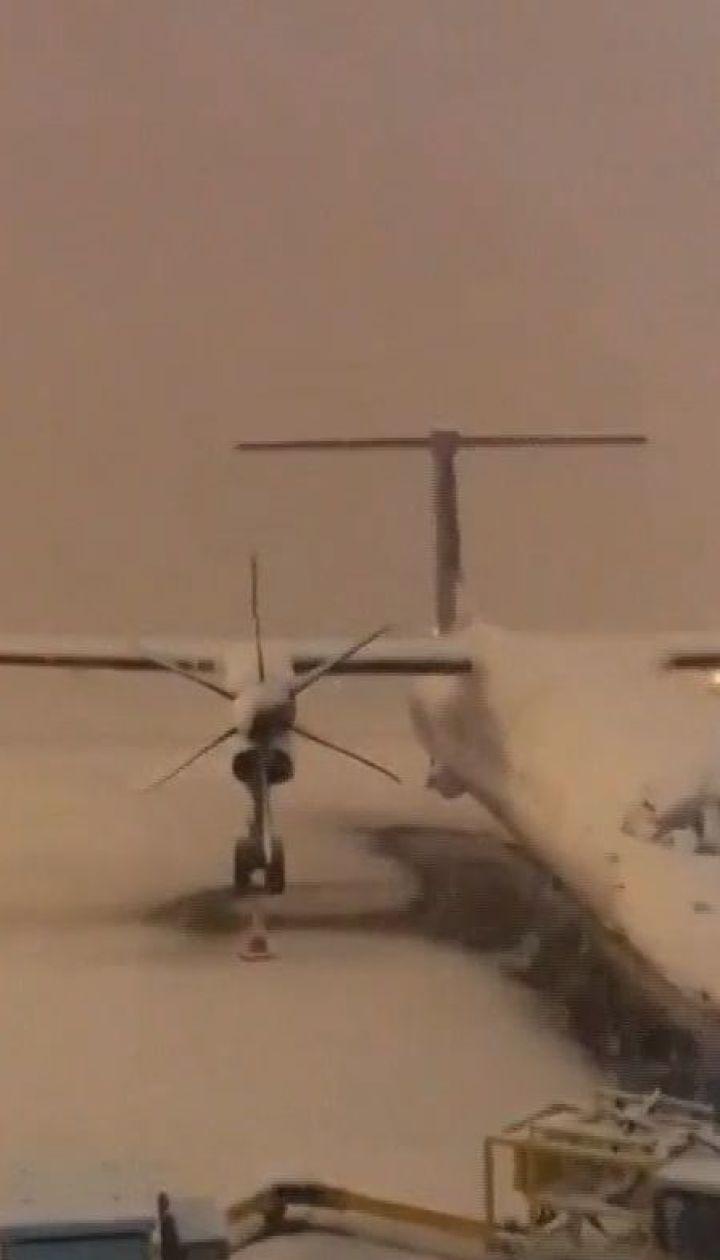 Сніжний хаос у Великій Британії: скасовано десятки авіарейсів та закриті сотні шкіл