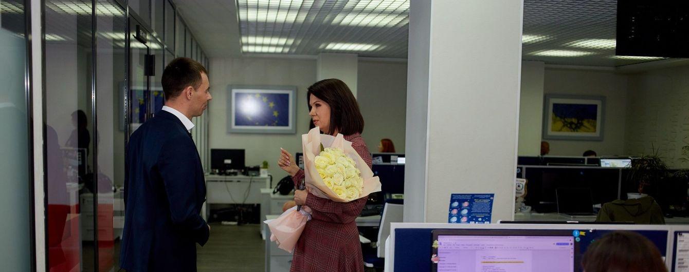 Алла Мазур получила букет белых роз от незнакомца
