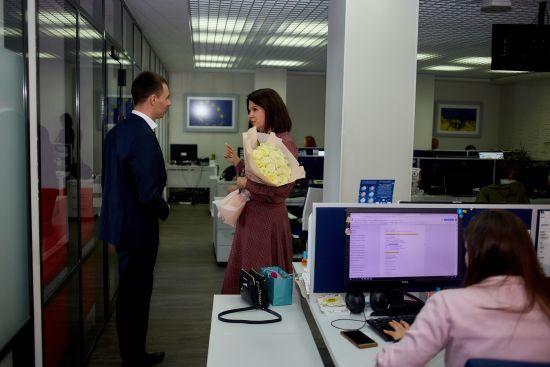 Алла Мазур отримала букет білих троянд від незнайомця